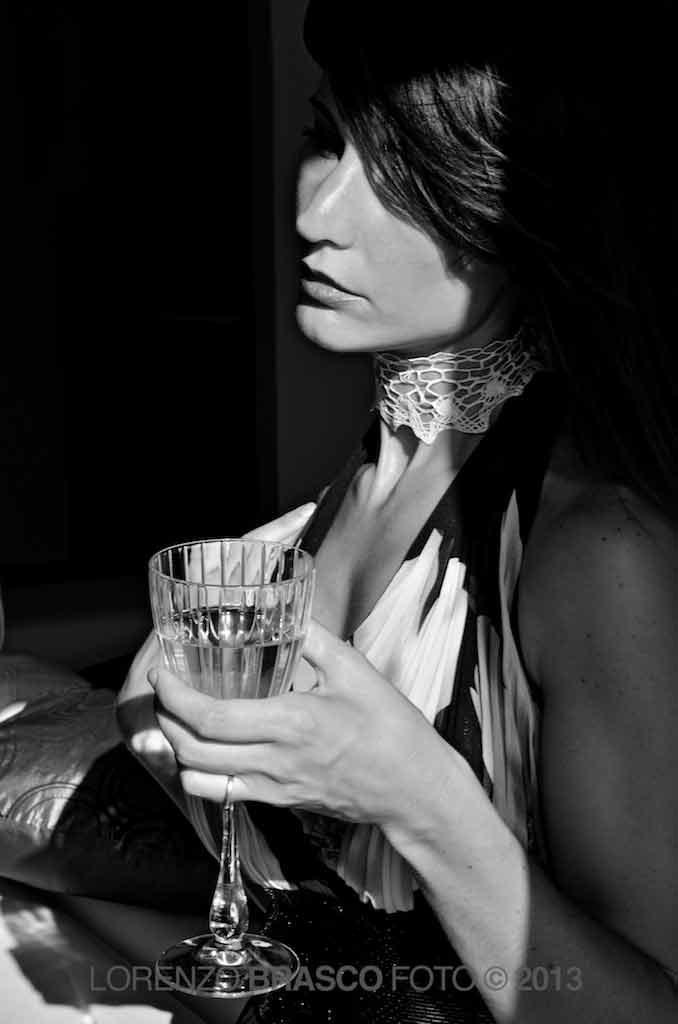 Madame sorseggia un drink, ritratto di Lorenzo Brasco